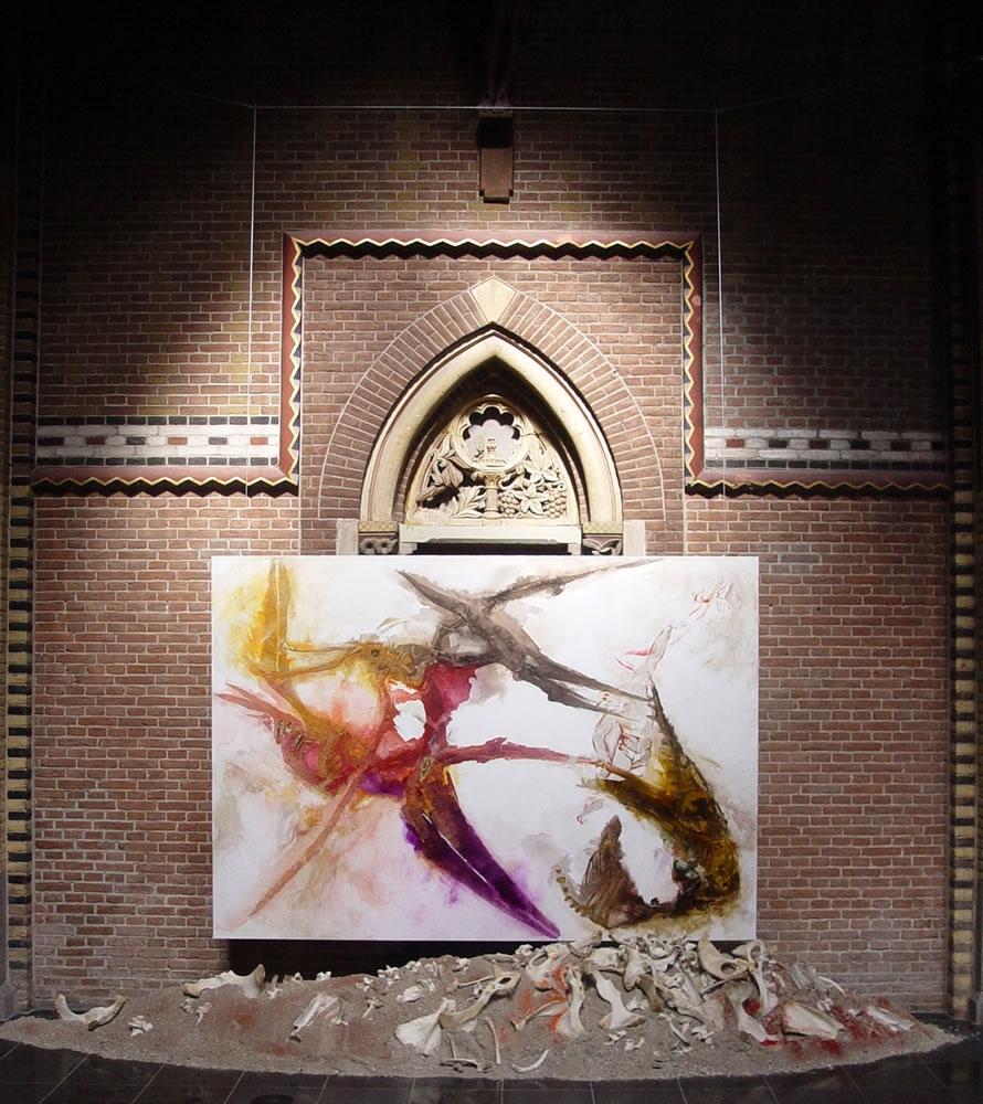 Dan formeert de Ene, God, de roodbloedige mens van stof uit de bloedrode grond en blaast in zijn neusgaten ademhaling van leven, 2008, mixed media, 300x400x100 cm